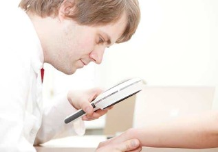 Diagnosis of psoriasis by a dermatologist